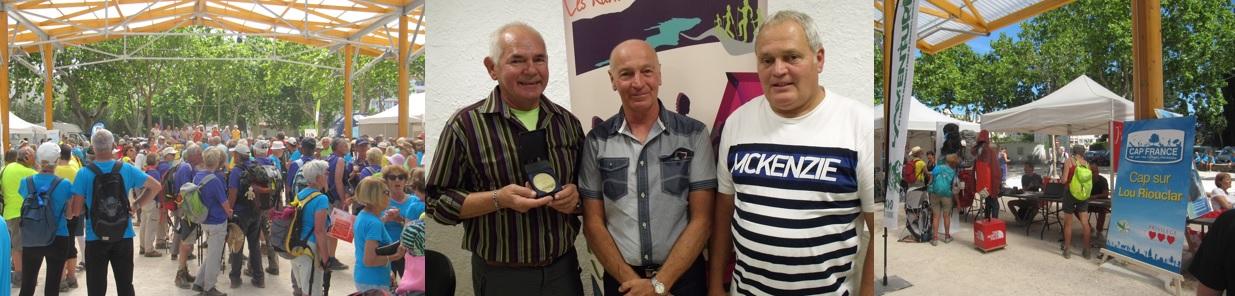Participants à la Fête de la Randonnée du Var. Médaille de la reconnaissance remise à un bénévole. Stands de partenaires lors de la Fête de la Randonnée du Var.